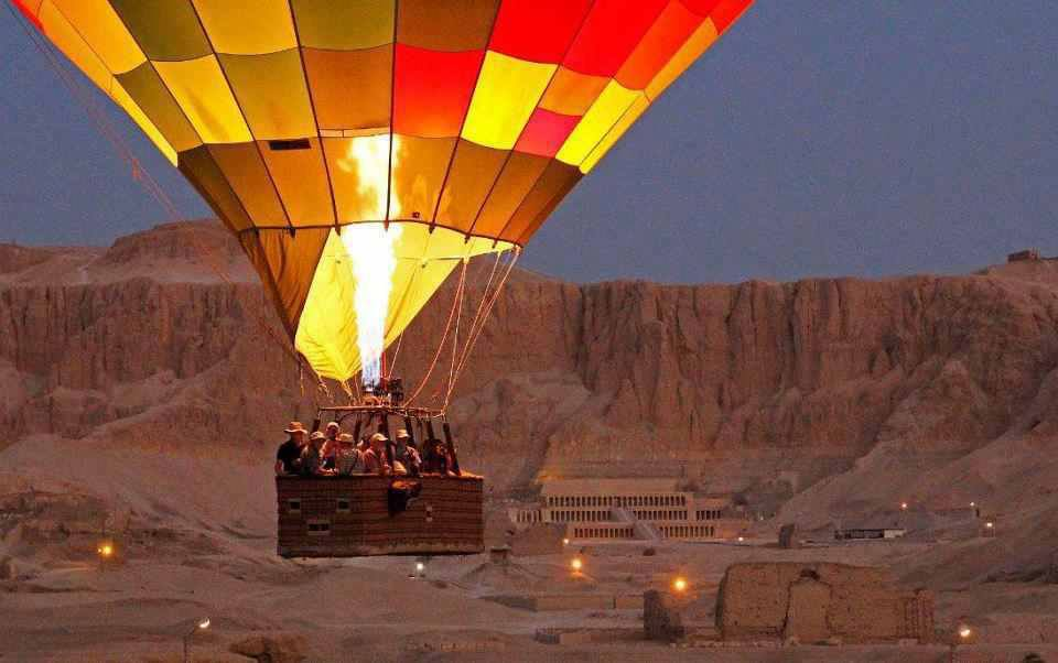air balloon in luxor west bank