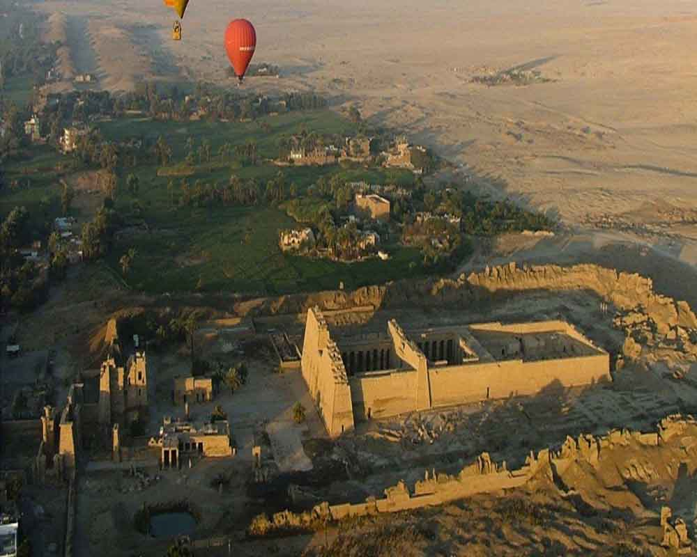 Hot Air balloon tour - above Colossi of Memnon